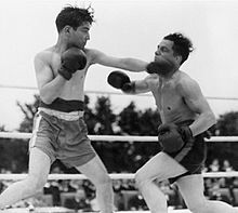 boxing_tournament_in_aid_of_king_georges_fund_for_sailors_at_the_royal_naval_air_station_henstridge_somerset_july_1945_a29806