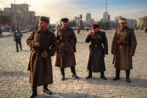 soviet-soldiers-near-derzhprom